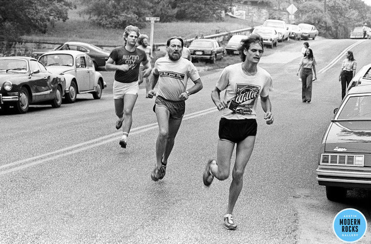 Willie Nelson running race 1977 by Scott Newton