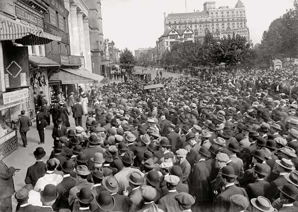 Fans in Washington 1912 World Series